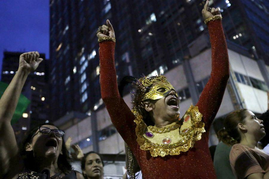 La rue au secours de Dilma Rousseff