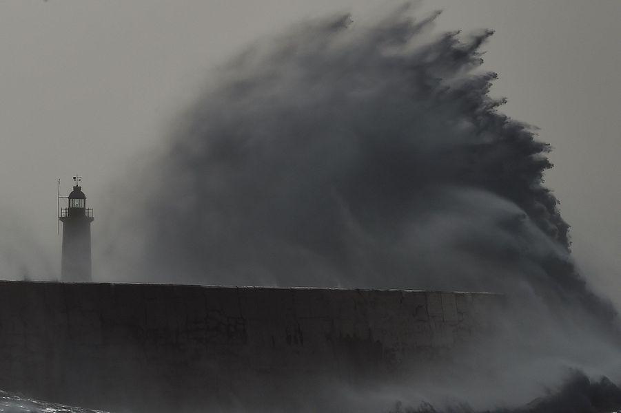 Royaume-Uni: vols et trains annulés en raison de la tempête Doris