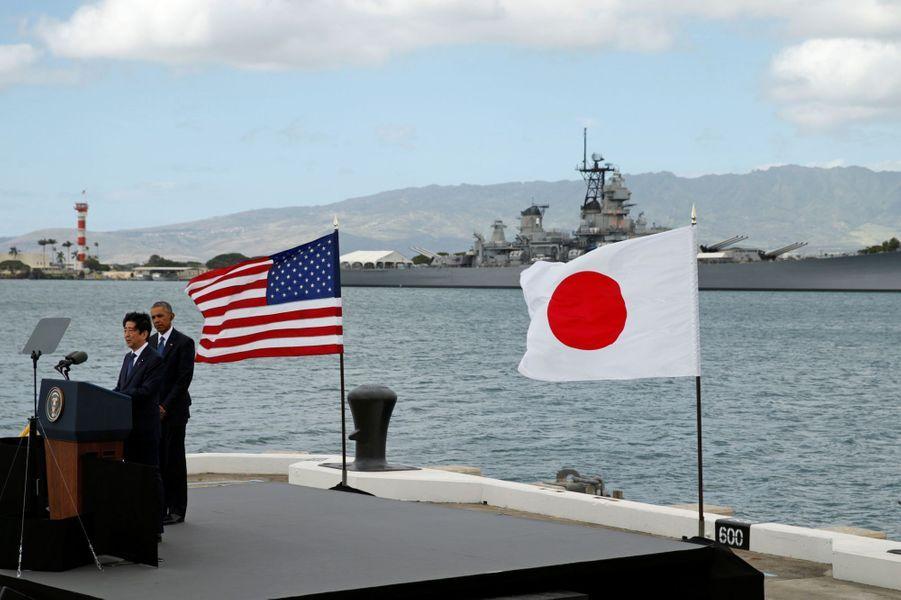 Barack Obama et Shinzo Abe à Pearl Harbor, le 27 décembre 2016.