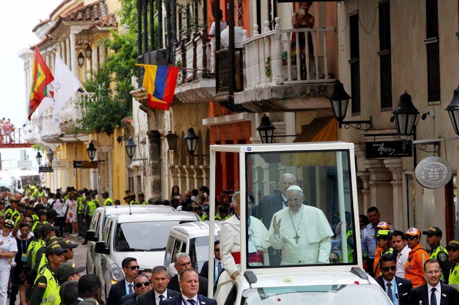 Le pape François s'est blessé au visage dans sa papamobile en Colombie, le 10 septembre 2017.