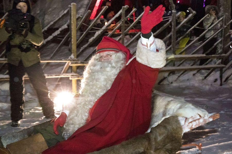 Le Père Noël àRovaniemi, en Finlande.