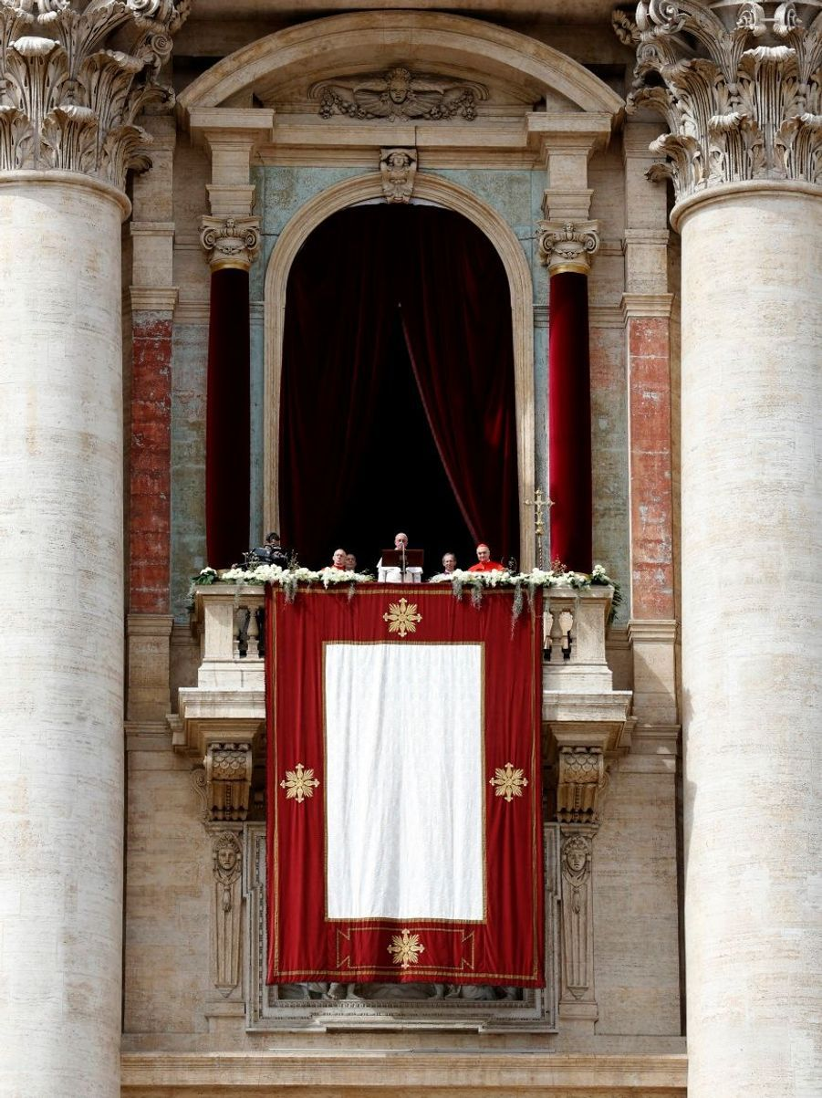 """Le pape François, qui a fait de la défense de l'environnement l'une des marques de fabrique de son pontificat, s'est également élevé contre """"l'exploitation inéquitable des ressources naturelles"""" et a appelé les fidèles à être """"des gardiens responsables de la Création""""."""
