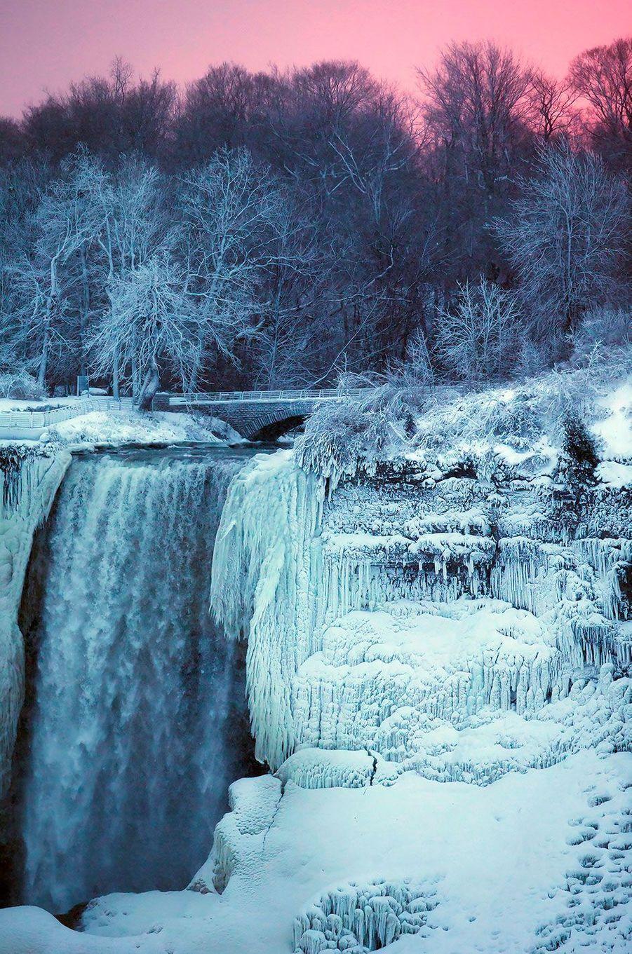 La vague de froid qui s'est abattue sur l'Amérique du Nord a également touché les chutes du Niagara, le 3 janvier 2018.