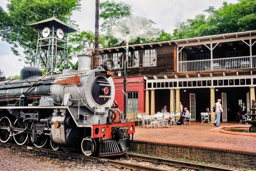 La 3360 Shaun, une locomotive écossaise construite en 1949, à la gare privée Capital Park, à Pretoria.