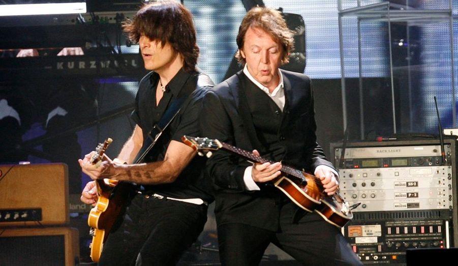 L'ex membre des Beatles Paul McCartney a allumé le feu lors d'un concert donné à CitiField, à New York.