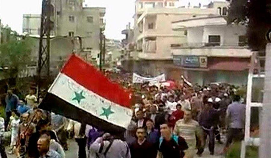 Deraa, Homs, épicentres de la contestation contre Bachar al-Assad soumis à un véritable blocus, tout comme Damas, ont été particulièrement dangereuses pour la presse en 2011. Le black-out médiatique imposé par la dictature est total. Expulsions des correspondants étrangers, refus de l'octroi de visas... Les rares images sur les manifestations pro-démocratiques qui ont débuté en mars 2011 ont été envoyées par de simples citoyens, au péril de leur vie. Arrestations éclairs, enlèvements, passages à tabac et tortures sont le lot quotidien des Syriens qui transmettent images et informations sur la répression. Les moukhabarat, services de renseignements, les shabihas, milices, et sa cyber-armée ont été le bras armé du régime pour repérer et réprimer les journalistes. Les agressions ont été quotidiennes. De nombreux blogueurs et journalistes ont fui le pays. Une trentaine de journalistes seraient encore en détention.