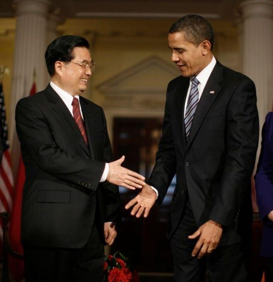 """Le 1er avril, Barack Obama rencontrait le président chinois Hu Jintao à Londres, pour la première fois depuis l'investiture du président américain. Les deux dirigeants se sont mis d'accord sur la construction des relations """"positives, coopératives et globales"""" entre leurs deux pays."""
