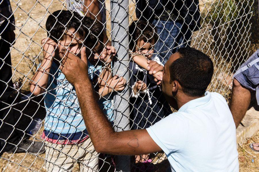 Ammar Hammasho et ses trois enfants se sont retrouvés dans le camp de réfugiés deKokkinotrimithia, à Chypre, le 10 septembre 2017.