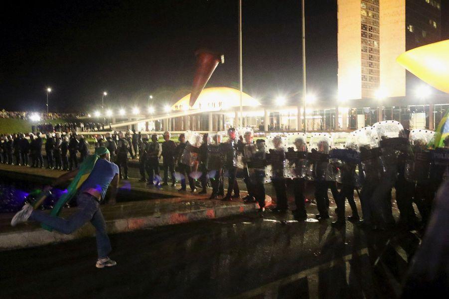 Les Brésiliens ont défilé contre Lula et Dilma Rousseff, ici à Brasilia, le 16 mars 2016