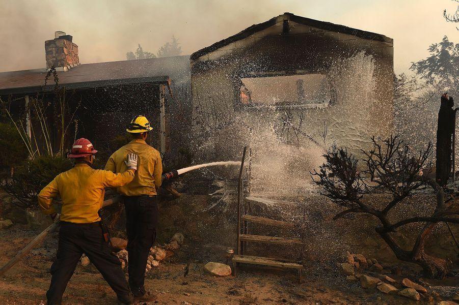 Le feu se propage rapidement au centre de la Californie