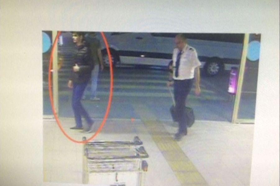 Les kamikazes d'Istanbul voulaient prendre des otages avant de se faire exploser.