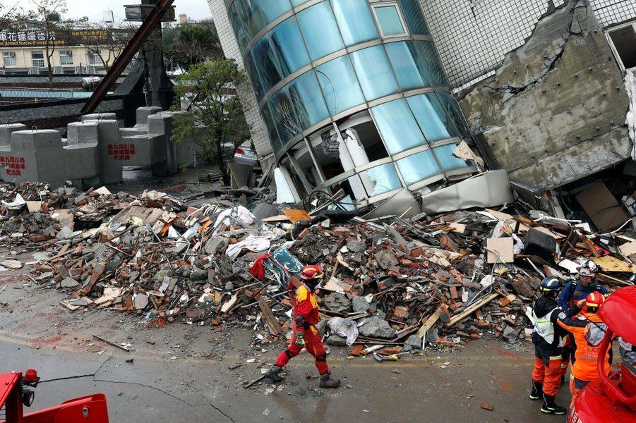 Immeuble à Hualien après un fort séismeà Taïwan, le 8 février 2018
