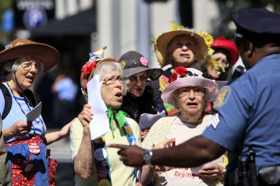 Les Seattle Raging Grannies