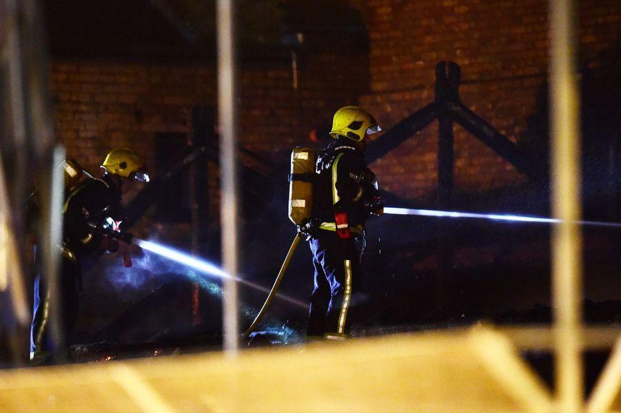 Un incendie s'est déclaré dans la nuit de dimanche à lundi au marchélondonien de Camden Lock