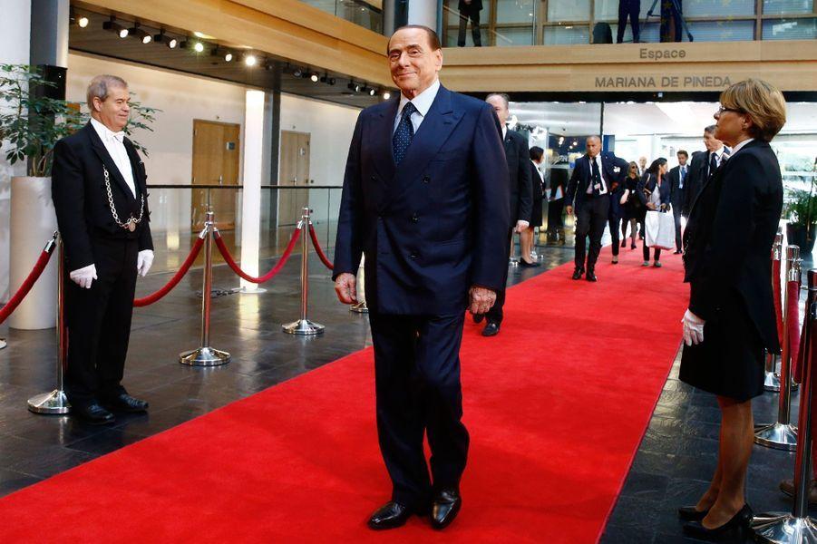 Silvio Berlusconi arrive auParlement européen à Strasbourg pour la cérémonie hommage àl'ancien chancelier allemand Helmut Kohl.