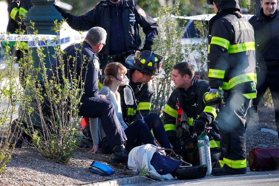 La camionnette s'est engagée sur une piste cyclable, proche du World Trade Center, et a renversé plusieurs cyclistes.