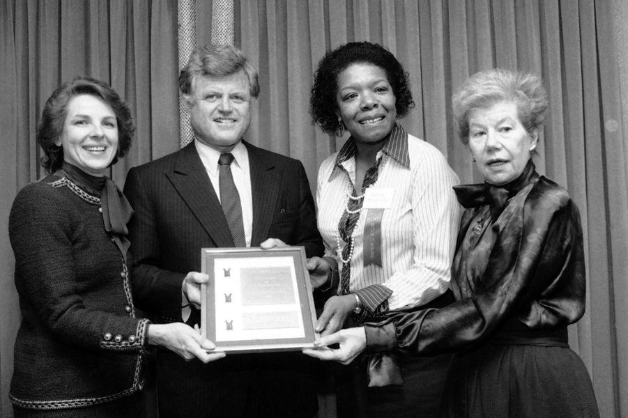 En 1983 avec le sénateur Edward Kennedy, à l'occasion de la remise d'un prix