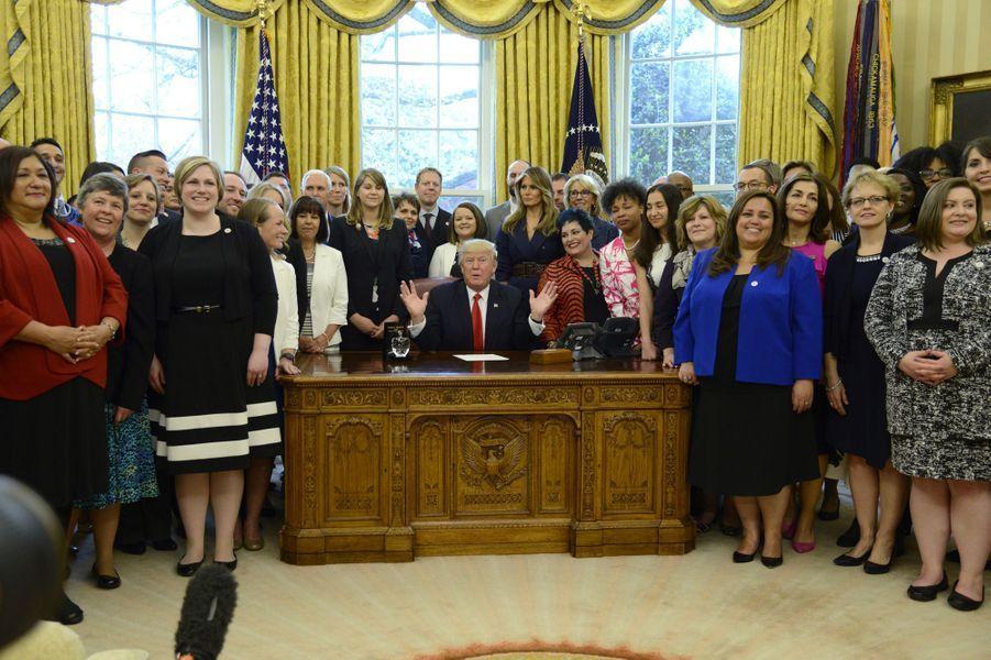 Melania Trump et Donald Trump dans le Bureau ovale, à la Maison Blanche, le 26 avril 2017.