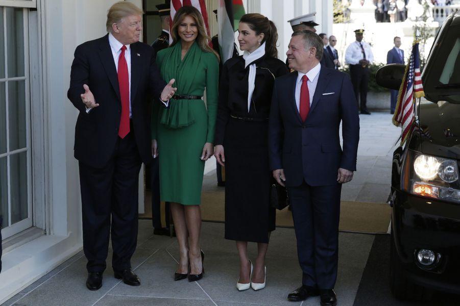 Melania Trump et la reine Rania de Jordanie et leurs époux respectifs Donald Trump et le roi Abdallah de Jordanie à la Maison Blanche, le 5 avril 2017.