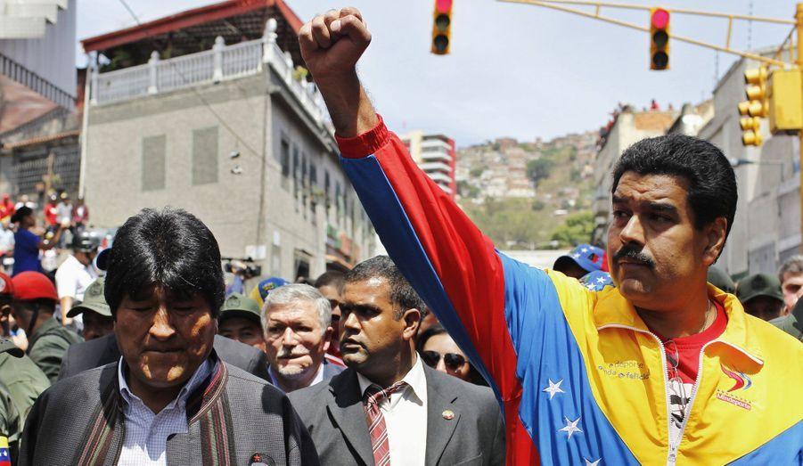 Maduro et Morales, le poing levé