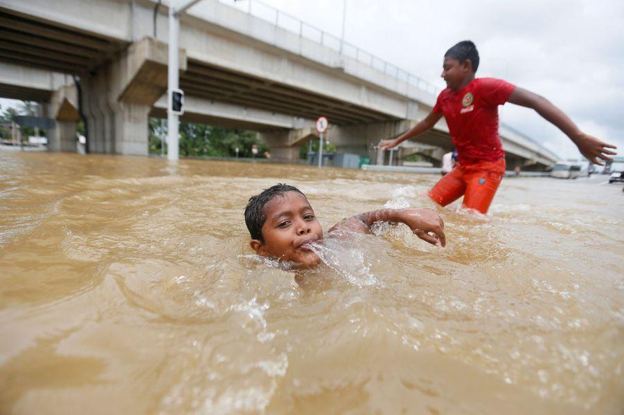 Au moins 71 personnes ont été victimes des inondations au Sri Lanka.