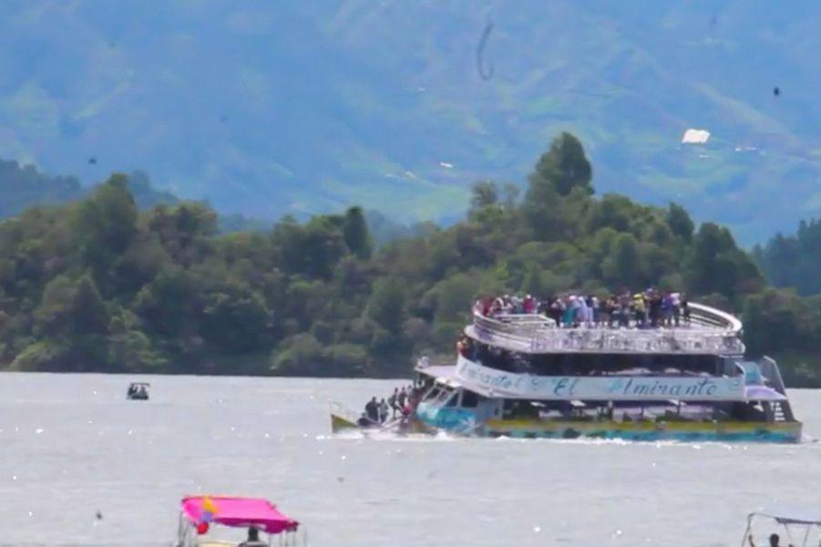 Le bateau a coulé dimanche pour une raison encore inconnue