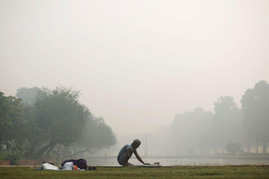 New Delhi s'est réveillée dans un nuage toxique lundi