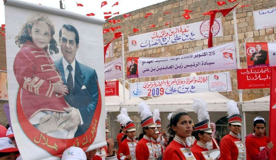 Les Tunisiens sont appelés aux urnes ce dimanche pour les élections présidentielles et législatives. Si quatre candidats sont en lice, la victoire de Ben Ali, au pouvoir depuis 1987, ne fait guère de doute.