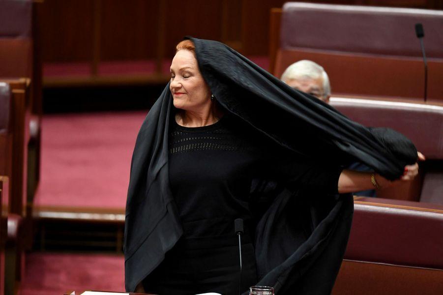 Paulina Hanson au Sénat australien, le 17 août 2017.