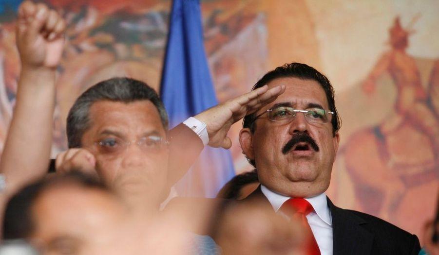 A cette occasion, Manuel Zelaya a fièrement chanté l'hymne national, Tu bandera es un lampo de cielo, composé par Augusto Coello.