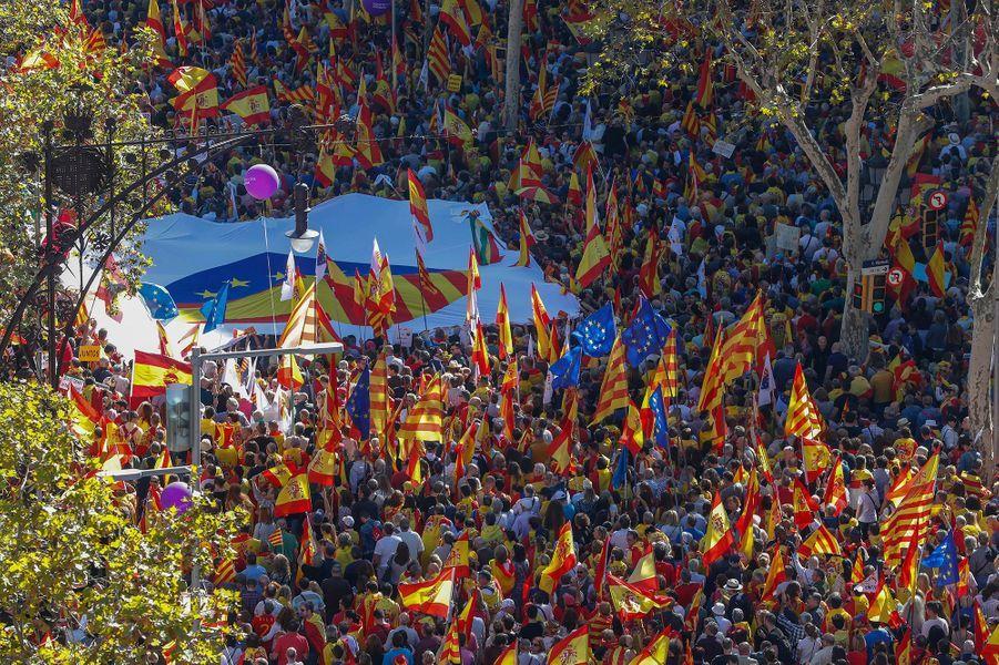 Des centaines de milliers de Catalans dans les rues de Barcelone dimanche