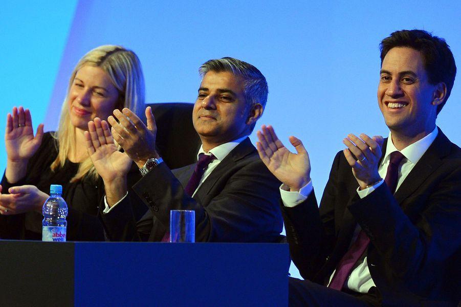 Yvette Cooper, Sadiq Khan et Ed Miliband à une conférence du Parti travailliste, le 3 octobre 2012.