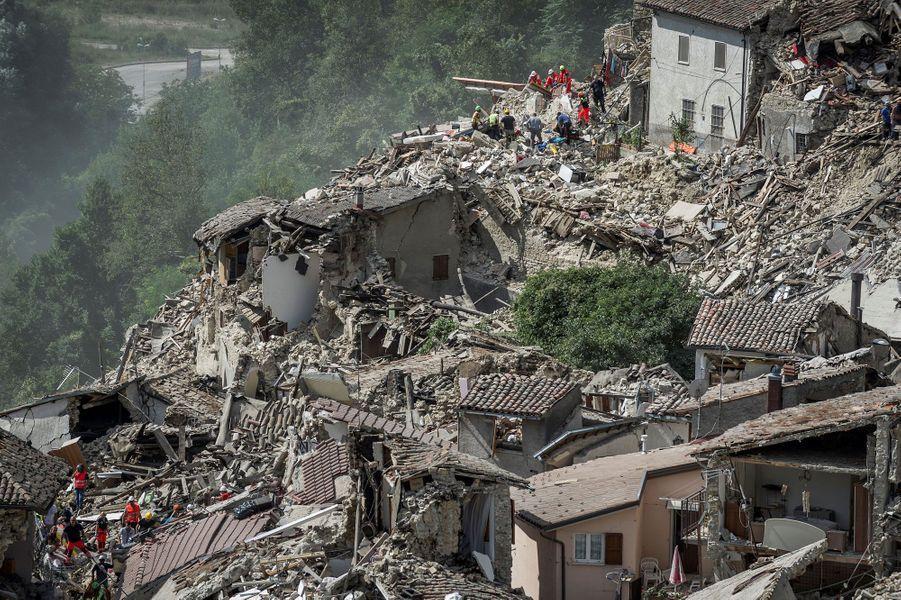 Séisme en Italie: la désolation de ceux qui ont tout perdu