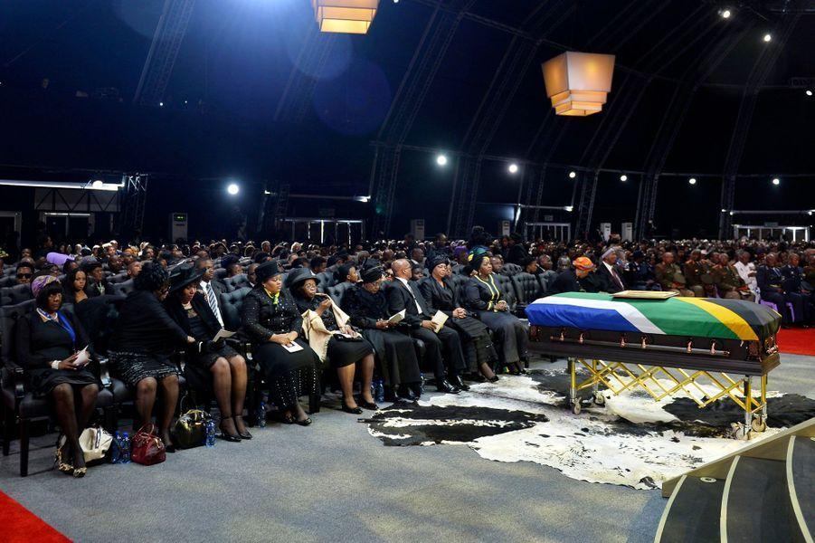 Acteurs, stars de la télévision, anciens ministres, princes... Ils sont venus des quatre coins du monde pour assister aux funérailles nationales de Nelson Mandela, dimanche, dans son village natal de Qunu, en Afrique du Sud.
