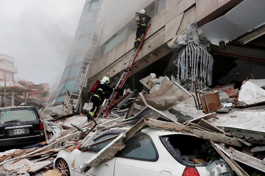 Un tremblement de terre de magnitude 6,4 a provoqué la mort d'au moins six personnes à Taïwan.