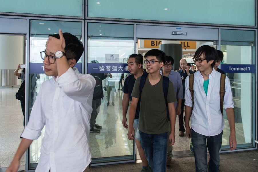 Joshua Wong de retour à l'aéroport de Hong Kong après avoir été expulsé de Thaïlande, le 5 octobre 2016.