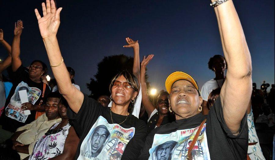 Marion Evans, la grand-mère de Trayvon s'est rendue à un rassemblement à Sanford (Floride) afin d'écouter le discours du Révérend Al Sharpton.