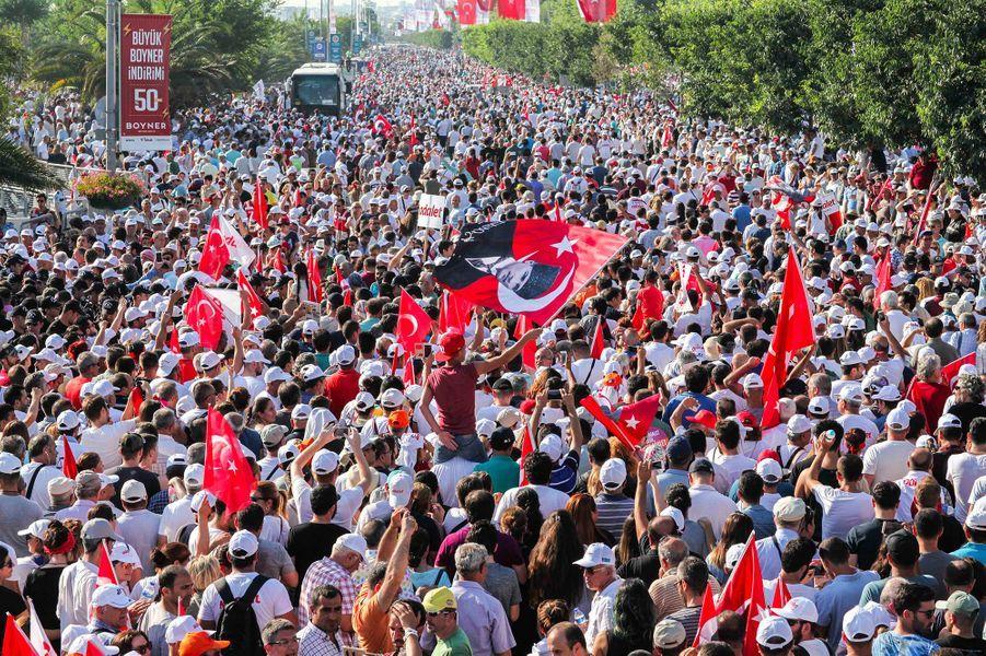Selon le CHP, plus de deux millions de personnes étaient réunies.