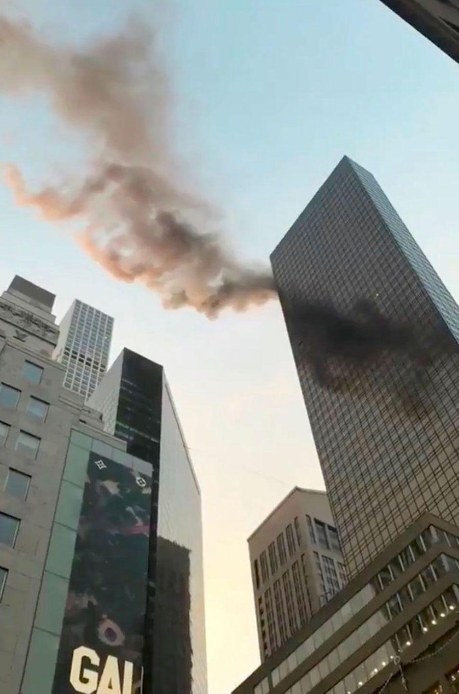 Un incendie d'origine électrique a éclaté sur le toit de la Trump Tower à New York, le 8 janvier 2018.