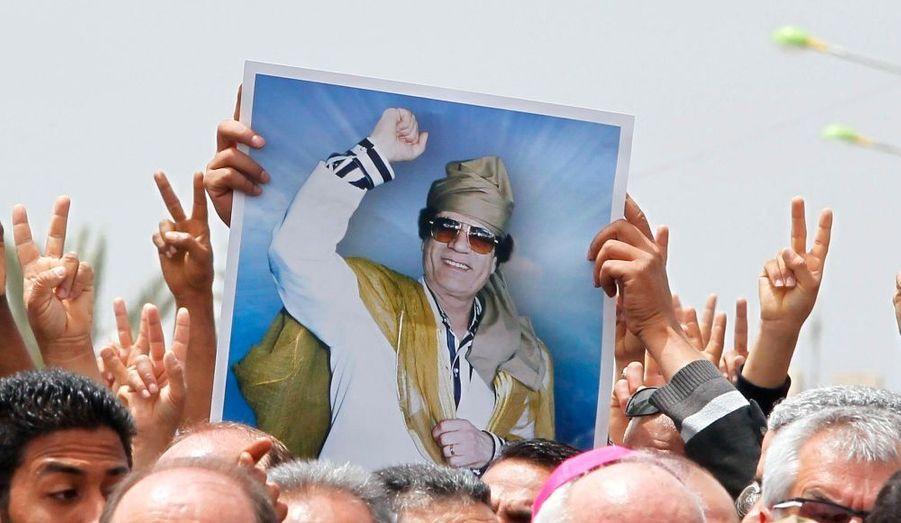 Selon plusieurs diplomates, le dirigeant libyen Mouammar Kadhafi serait visé par l'action de la CPI.