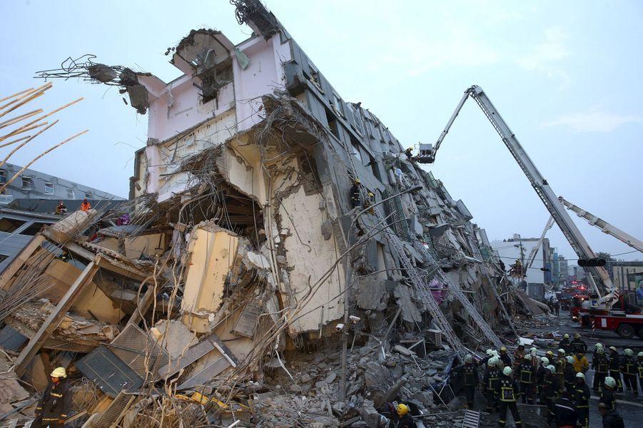 Un violent séisme dévaste Taïwan