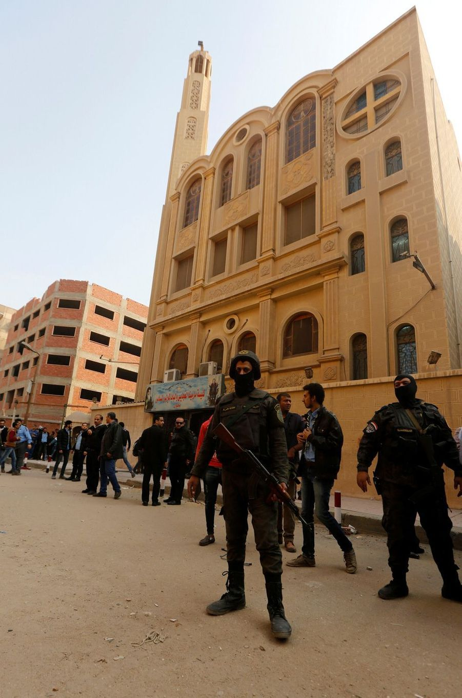 Une attaque contre une église a fait 10 morts dans le sud du Caire, le 29 décembre 2017.