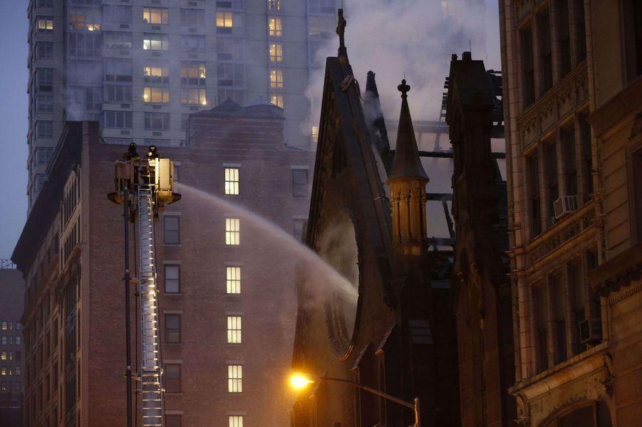 Une église new-yorkaise ravagée par les flammes