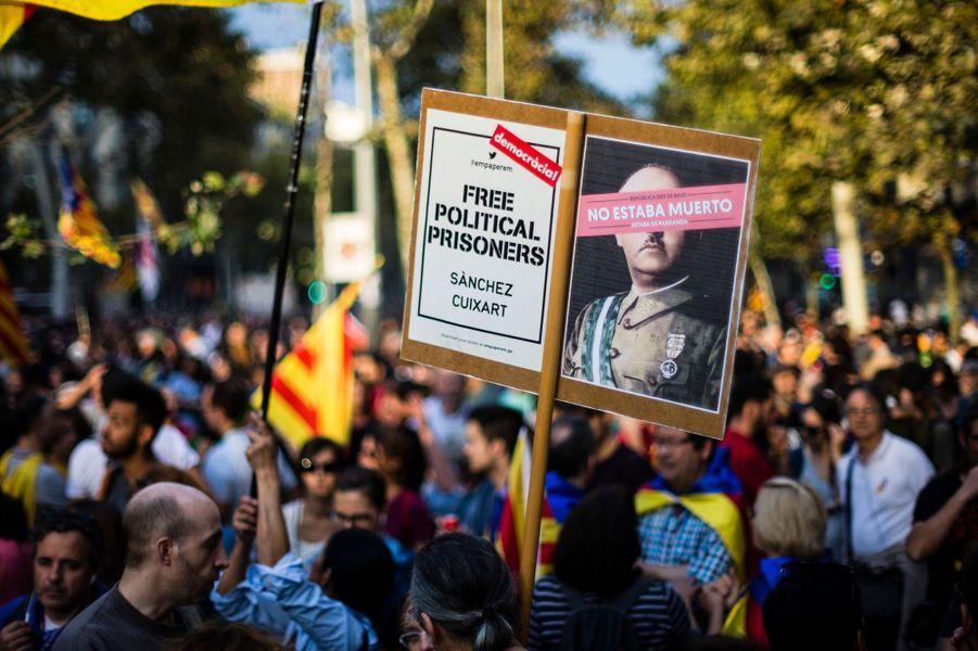 450 000 indépendantistes catalans sont descendus dans la rue, le 21 octobre 2017 à Barcelone.