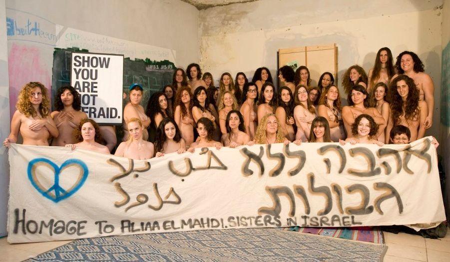 """Des femmes israéliennes posent nu à Tel-Aviv pour soutenir Aliaa Elmahdy. La blogueuse égyptienne a revendiqué sa liberté d'expression en postant le 12 novembre dernier une photo d'elle nue sur Twitter. """"Je ne regrette rien, a affirmé la jeune femme de 20 ans à notre envoyé spécial Alfred de Montesquiou. Ce ne sont pas les menaces de mort qui me feront changer d'avis, au contraire…"""" Menacée, Aliaa Elmahdy est accusée d'insulte à l'Islam."""