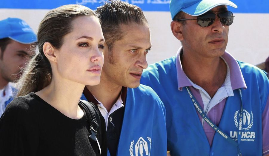 L'actrice, qui a confié dans une interview qu'elle était prête à mettre un terme à sa carrière pour se consacrer à ses enfants et à l'humanitaire, s'engage de plus en plus. Déjà l'ambassadrice de bonne volonté de l'ONU, elle a été nommée envoyée spéciale du Haut-Commissariat des Nations unies pour les réfugiés (HCR) en avril dernier. Elle s'est notamment rendue en Jordanie à la rencontre des réfugiés syriens. La star, particulièrement engagée auprès des victimes de viols, a en outre apporté son soutien à Malala, autre personnalité de ce portfolio, en co-créant un fonds destiné à des associations favorisant l'éducation des jeunes filles au Pakistan et en Afghanistan. Elle a aussi parcouru le monde pour faire la promotion de son premier film en tant que réalisatrice, Au pays du sang et du miel, sur la guerre de Bosnie-Herzégovine –et elle en préparerait un autre sur la guerre en Ex-Yougoslavie. Sur un plan privé-people, Angie a par ailleurs affolé les médias cette année avec la perspective de son mariage avec Brad Pitt, dont la date n'a toujours pas été dévoilée.