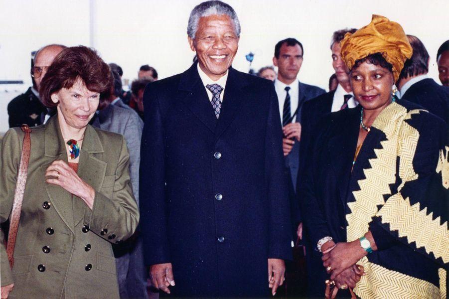 Danielle Mitterrand,Winnie et Nelson Mandela, en juin 1990.