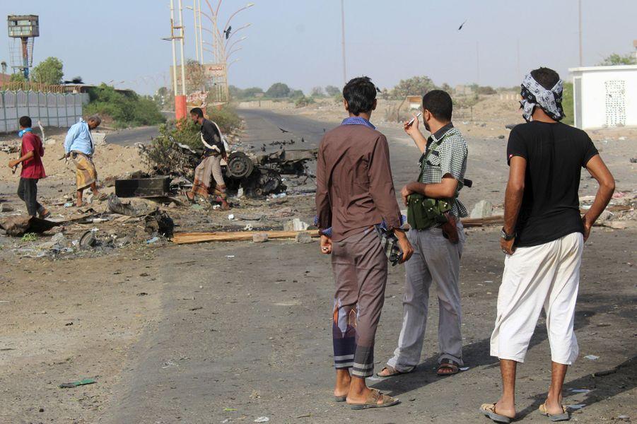 Yémen: 22 morts dans trois attentats suicide revendiqués par l'EI à Aden.