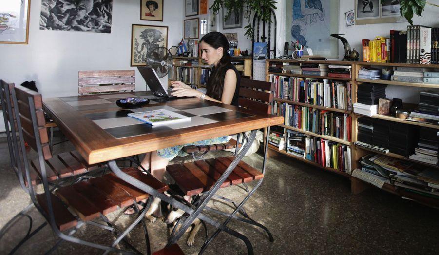 En plein travail pour son blog