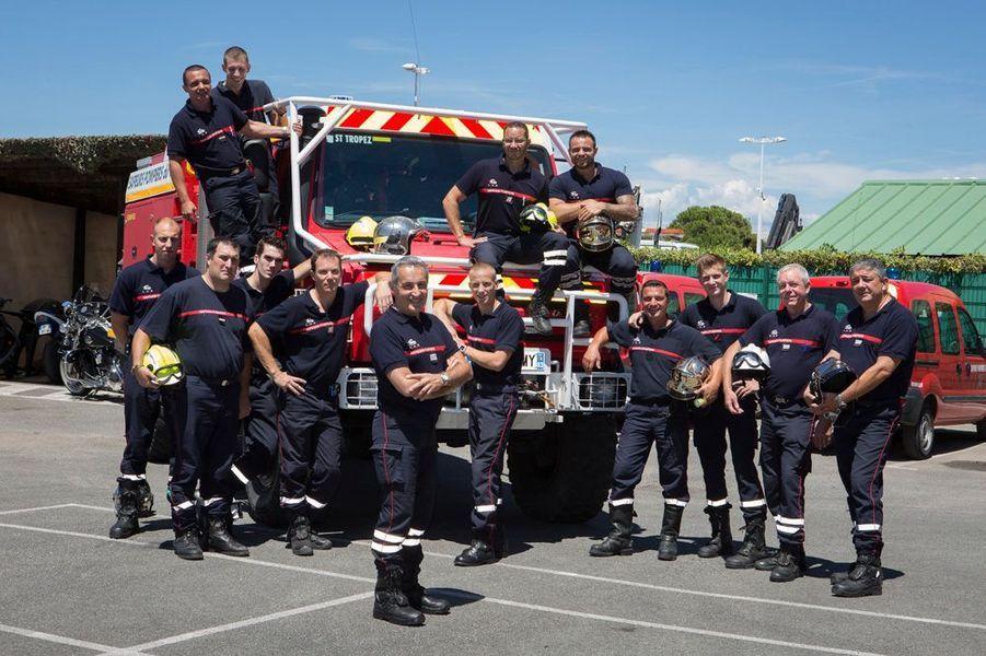 Capitaine Roger Vighetto, chef du centre d'incendie et de secours de St Tropez, pose avec son équipe.